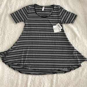 NWT Lularoe Perfect Tee Top w/ Blk/wht/gray stripe